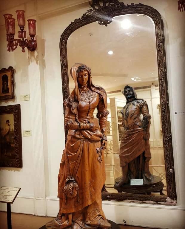 """Мефистофель и Маргарита"""": самая известная двуликая скульптура в мире"""