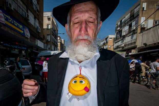 На улице в Тель-Авиве. Фотограф Алан Бурла 46
