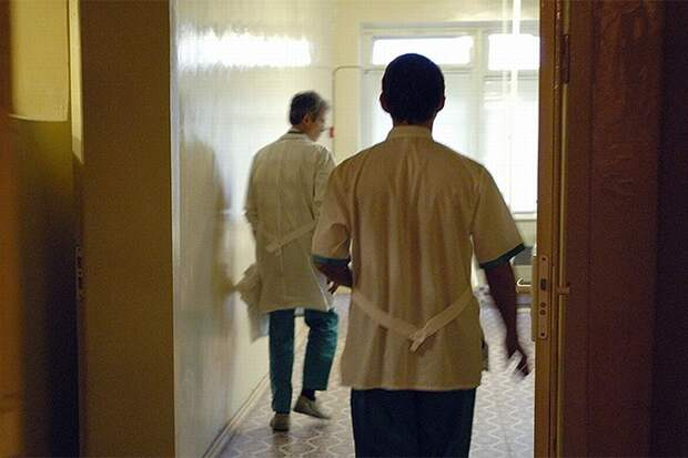 Новосибирская медсестра объяснила таскание ребенка за волосы в больнице