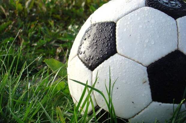 Потерянный футбольный мяч переплыл Ирландское море и попал в Уэльс