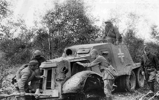 трофейный испанский броневик AAC-1937, уничтоженный советскими войсками в 1941
