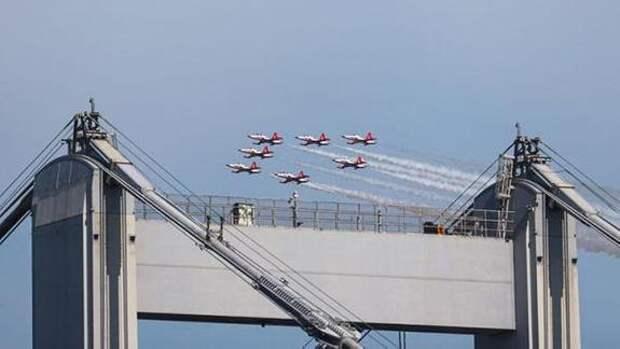 Турецкие и азербайджанские военные самолёты провели совместные полёты над Босфором
