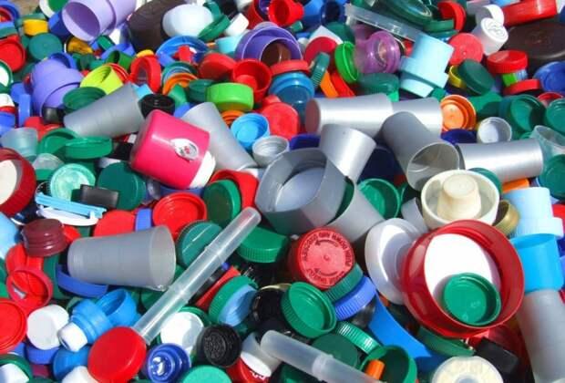 Новая технология может переработать пластик обратно в нефть