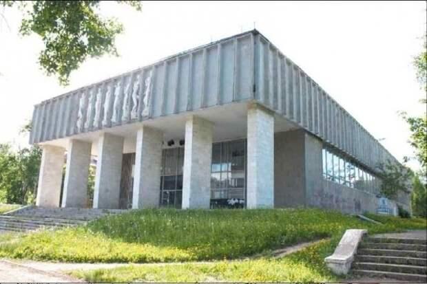 Глава Глазова призвал откликнуться инвесторов на реконструкцию молодежного центра «Родник»