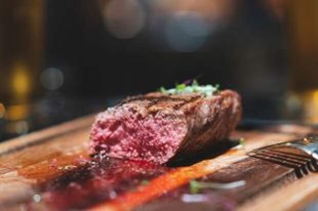 Почему нельзя есть мясо с кровью?