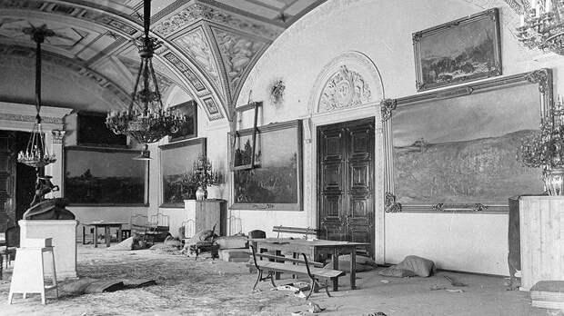 Зачем Сталин продавал на Запад сокровища Эрмитажа