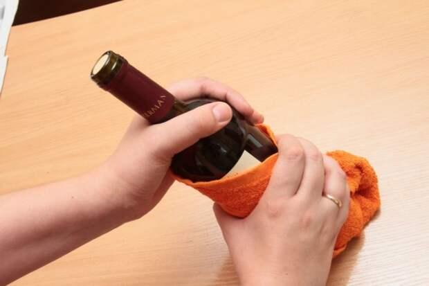 Забавные, но надежные способы открыть вино без штопора