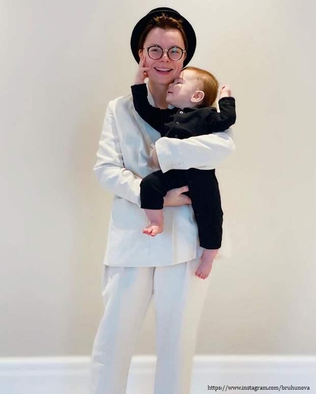 Татьяна Брухунова запечатлелась с годовалым сыном от Петросяна на прогулке