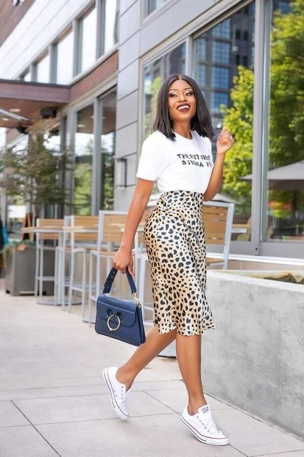 18 идей, как носить атласную юбку и чувствовать себя комфортно