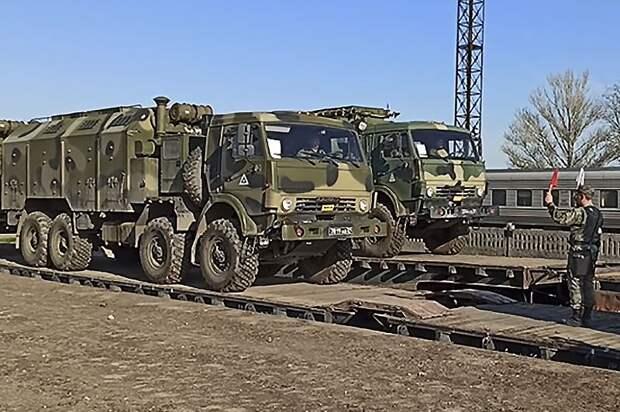 Войска ЮВО и ВДВ приступили к возвращению из Крыма