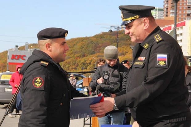 Семьи военных получили служебные квартиры во Владивостоке