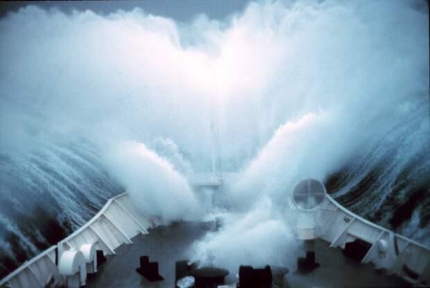 Берингово море, 1979 год. Волна-убийца высотой 30-35 м / ©NOAA