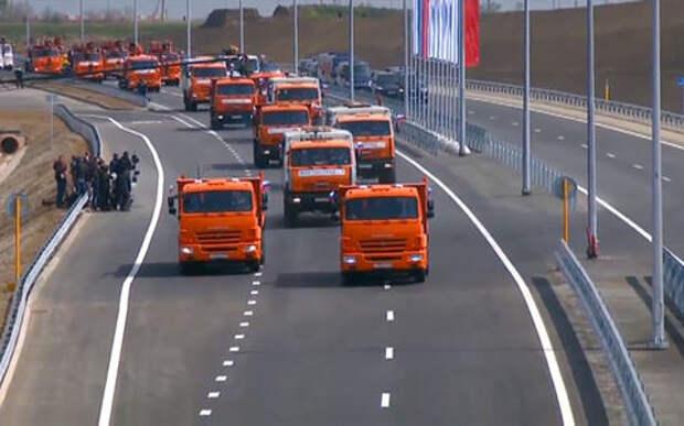 Владимир Путин за рулем КАМАЗа открыл движение по Крымскому мосту