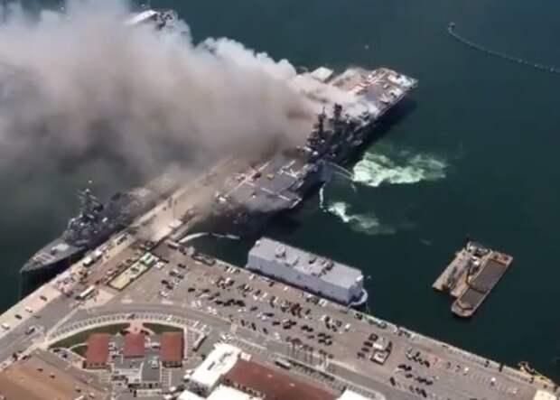 Крупный пожар на военном корабле в Калифорнии, пострадало больше 20 человек