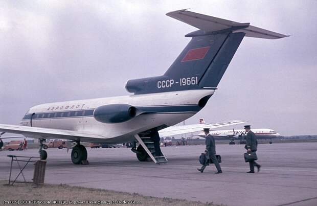 Серебристый окурок. К 52-летию первого полета Як-40