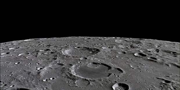 На поверхности Луны обнаружили яркий НЛО