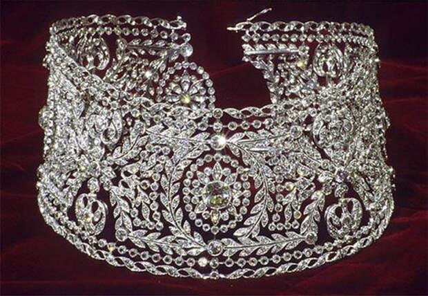Ошейник с бриллиантами. XIX век. /Фото:staffstyle.ru