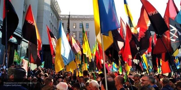 Зеленскому на Украине выдвинули ультиматум из-за реализации сценария «Русской весны-2»