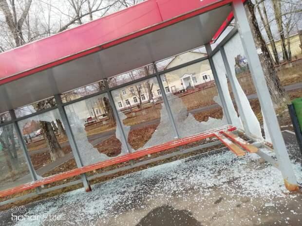 «Вандалом», разгромившим остановку на улице Шевченко в Ижевске, оказался подрядчик «Ижводоканала»