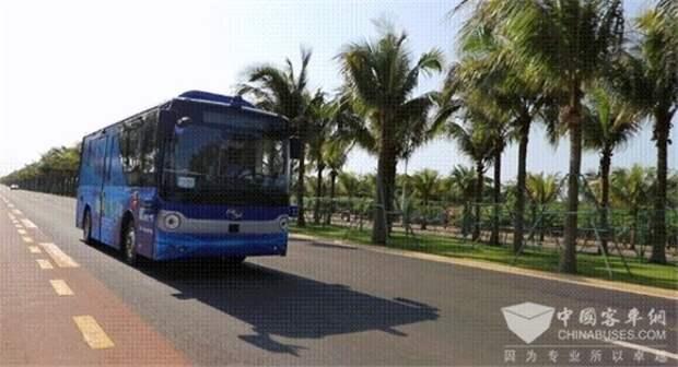 В Китае запустили беспилотный автобус (фото)