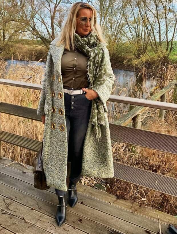 Как женщине до и после 50-ти выглядеть стильно в длинном пальто: получается у модных блогеров - получится и у вас