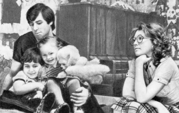 Как сложилась судьба детей легендарного хоккеиста Харламова после того, как он и жена погибли в автокатастрофе
