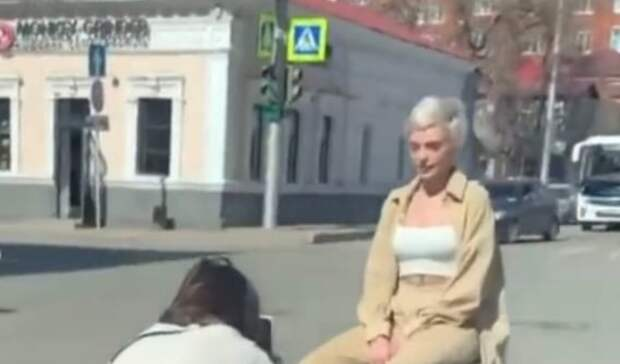 Искусство требует жертв: в Уфе девушки устроили фотосессию на проезжей части