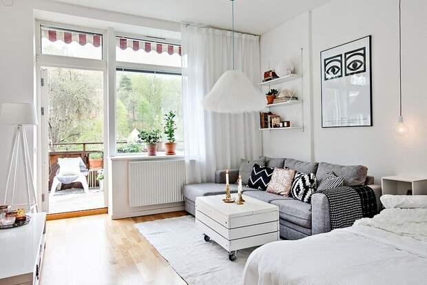 Незастекленный балкон и широкое окно помогут выиграть дополнительное количество света