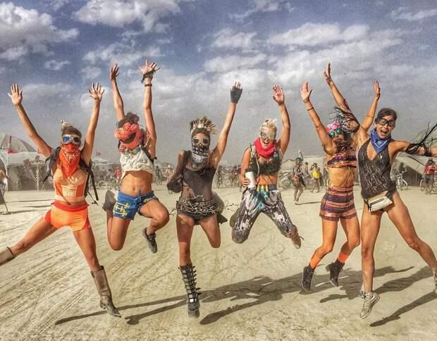Эйфория посреди пустыни: Горячие откровения участников фестиваля Burning Man