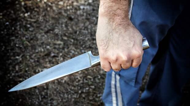 Пьяный житель Бахчисарая пырнул ножом своего сына