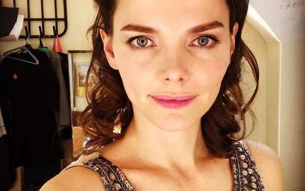 Лиза Боярская сфотографировалась без макияжа и укладки