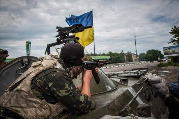Украинские наци расстреляли санитарную машину ДНР с ранеными
