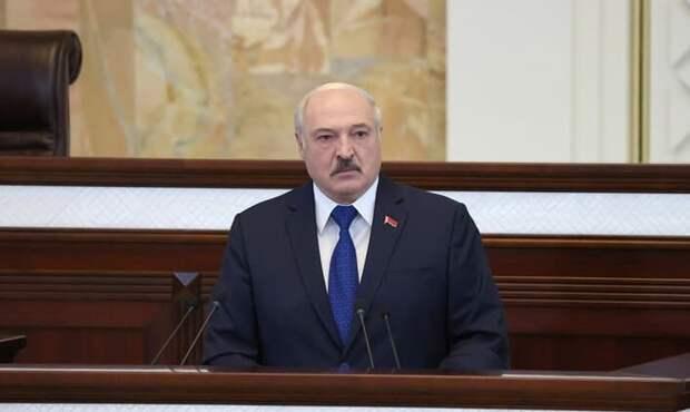 Лукашенко прокомментировал инцидент с самолетом в Беларуси