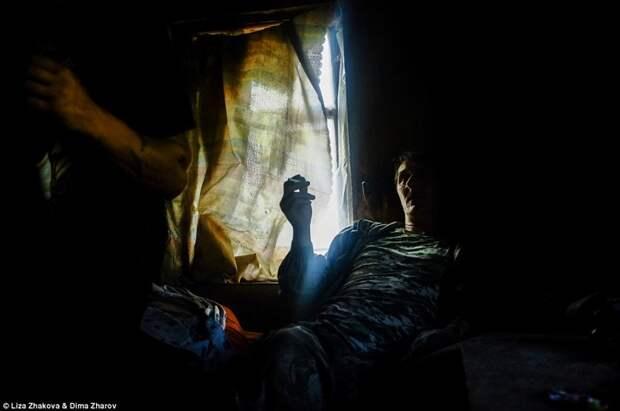 Электричества в доме нет бомжи и пьяницы, российская глубинка