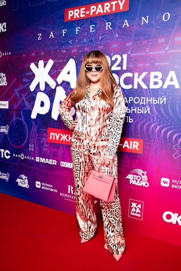 Голая Глюк'oZa, «хищница» Ани Лорак и Долина в мини: звезды на вечеринке фестиваля «Жара»