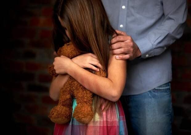 Не стать жертвой: психолог рассказала, как уберечь ребенка от педофила
