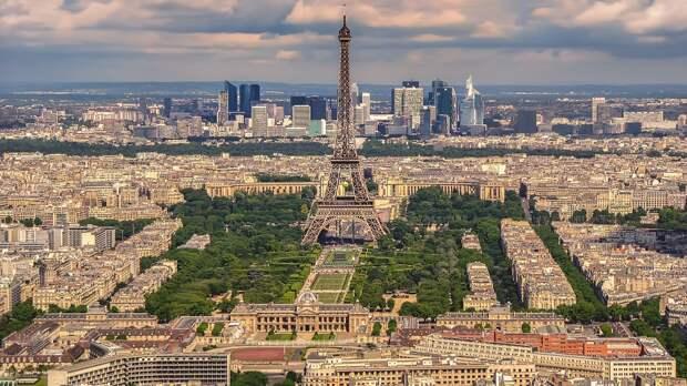 Макрон ввел во Франции новые ограничения для борьбы с коронавирусной инфекцией