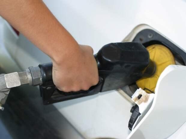 Россиянам «пообещали» увеличить выпуск качественного бензина