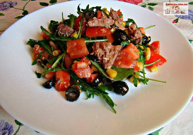 Диетический салат с тунцом и овощами