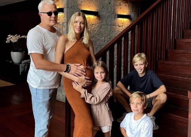 Молодая возлюбленная российского миллиардера родила ему четвертого ребенка