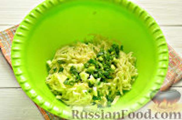 Фото приготовления рецепта: Постные рисовые котлеты с кабачком - шаг №4