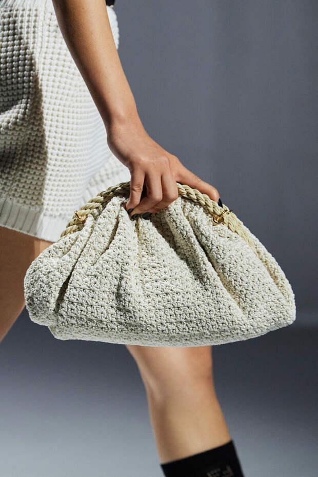 Облачаемся в вязаное, не отстаем от моды. И не забудьте вязаную сумочку!
