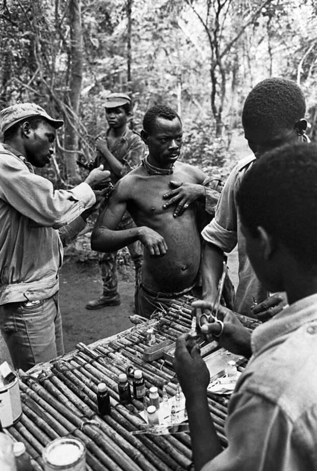 Подборка фотографий, сделанных представителем ООН в 1972-м году в одном из партизанских лагерей организации ФРЕЛИМО, боровшейся с 1963-1964-го гг. за независимость Мозамбика.