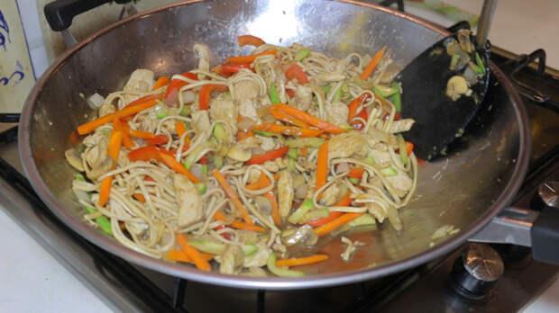 Удон с курицей и овощами Еда, Рецепт, Лапша, Удон, Длиннопост, Видео
