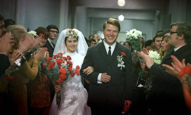 """Михаил Кокшенов в фильме """"Молодые"""" (1971)"""