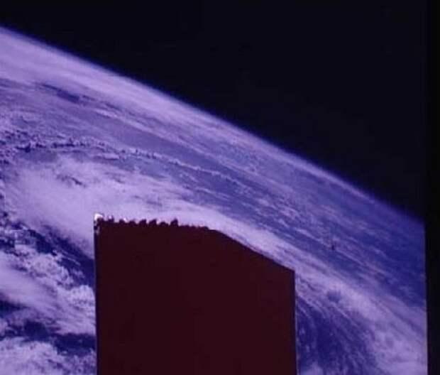 Инопланетный корабль, сопровождающий «Аполлона-7»