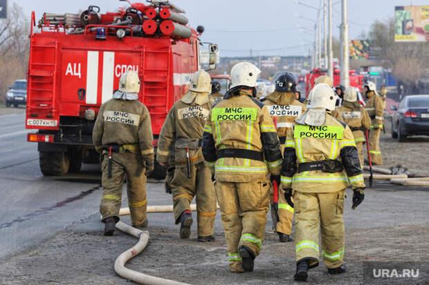 Курганские пожарные уехали помогать тюменцам
