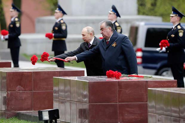 Путин и Рахмон возложили венки к Могиле Неизвестного Солдата