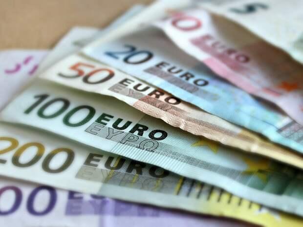 Биржевой курс евро впервые с 17марта опустился ниже 87 рублей