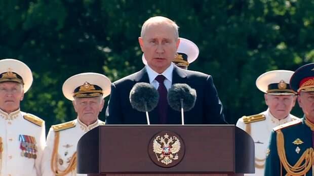 Путин прибыл в Кронштадт перед началом парада ко Дню ВМФ